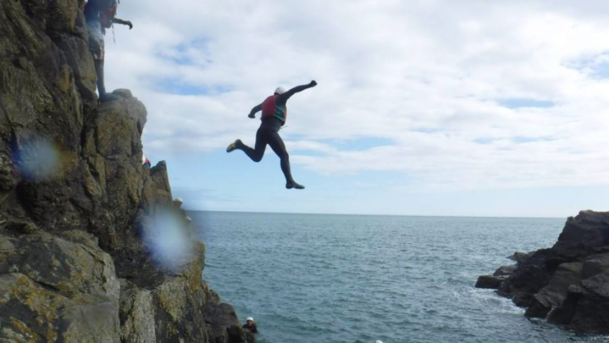 coasteering-jump-cliff