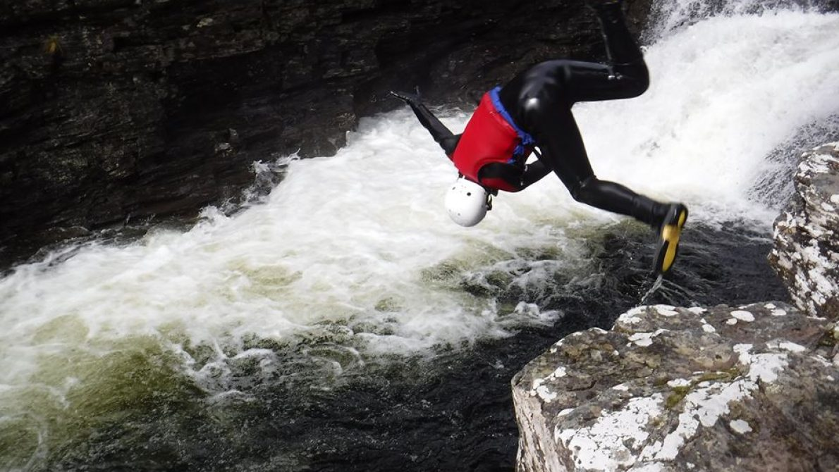 Gorge-walking-jump